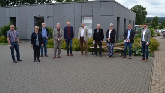Gruppenbild vor Harz-Weser-Werken Dassel